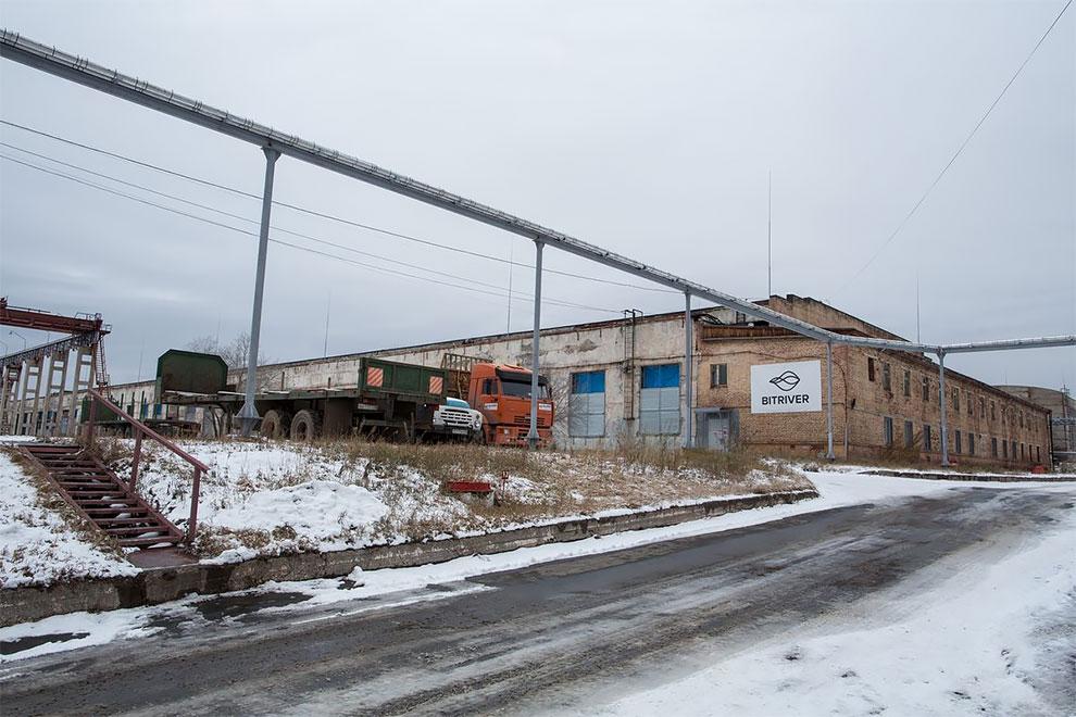 Потрясающие фотографии изнутри крупнейшего в России рудника биткойнов