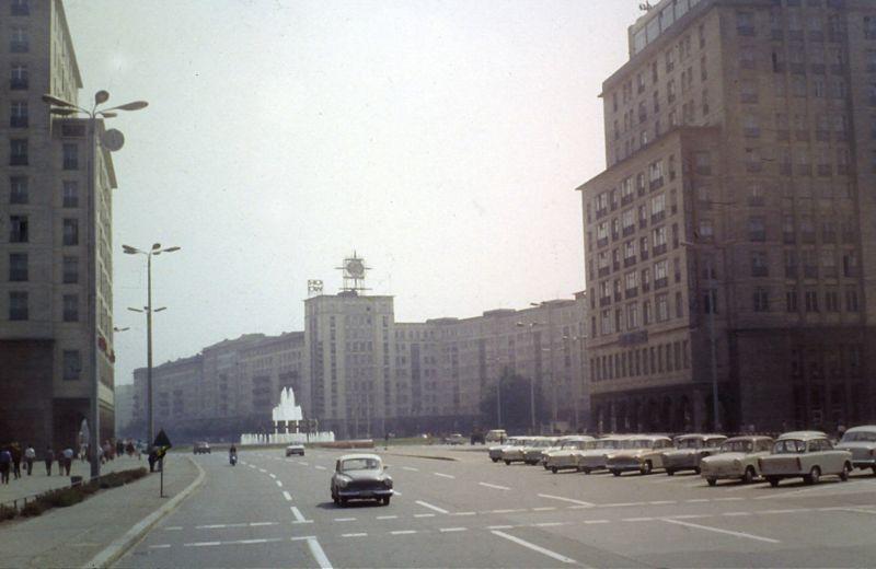 Цветные фотографии улиц восточного Берлина в 1969 году