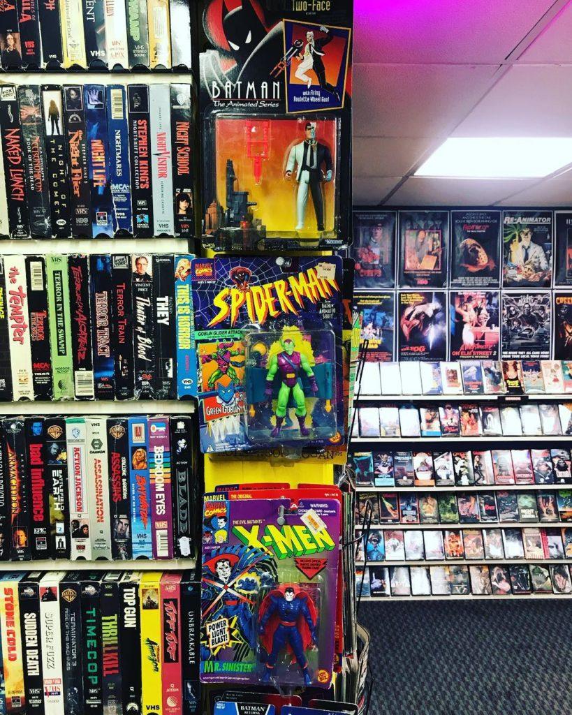 Коллекция VHS кассет, возвращение в 90-е