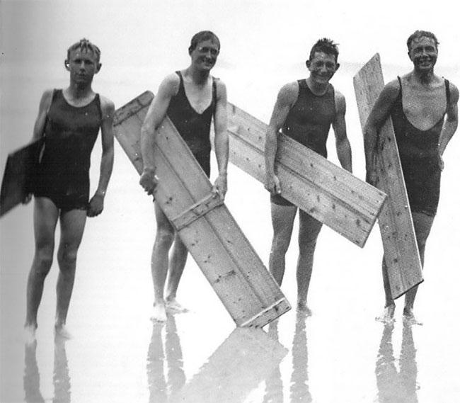 20 винтажных фотографий сёрферов начала 20-го века