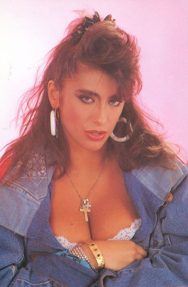 Итальянский секс-символ: 50 потрясающих фотографий Сабрины Салерно в 80-х и 90-х годах