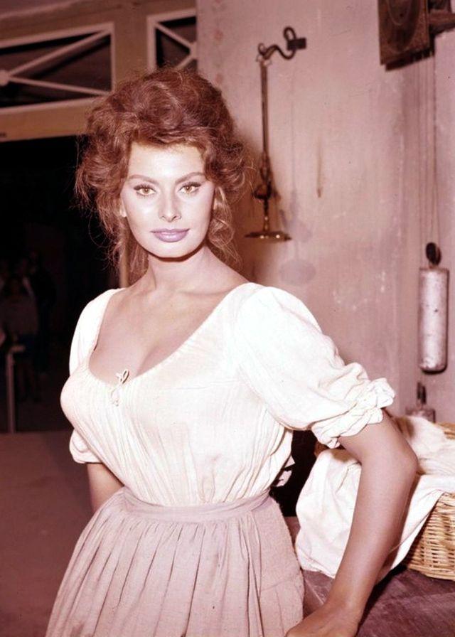Подборка фотографий Софи Лорен на съемках фильма «Мадам Сан-Жен» в 1961 году