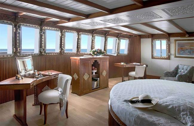 Старые советские корабли превратились в яхты для миллионеров