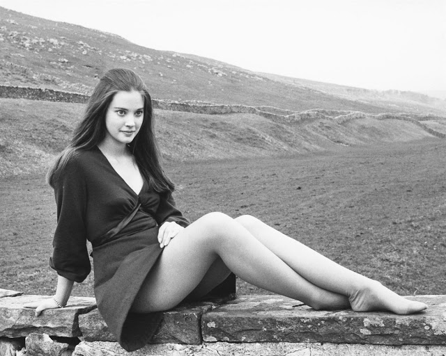 Красивая фотосессия Линн Фредерик на съемках фильма «Без травы» (1970)