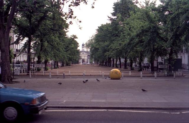 40 увлекательных фотографий, запечатлевших уличные пейзажи Лондона конца 1980-х годов