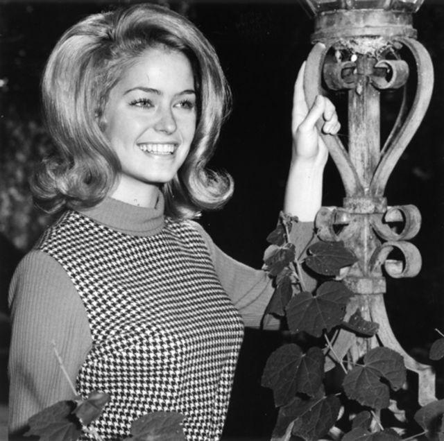 Редкие портреты очень молодой и красивой Фарры Фосетт в средней школе 1960-х годов